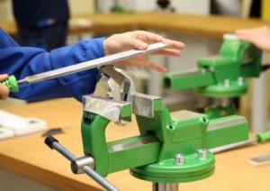 Ausbildung - Lehrling bei der Metallbearbeitung
